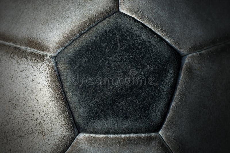Detalle de un balón de fútbol viejo imágenes de archivo libres de regalías
