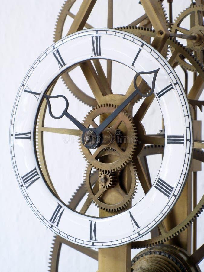 Detalle de un reloj esquelético fotos de archivo