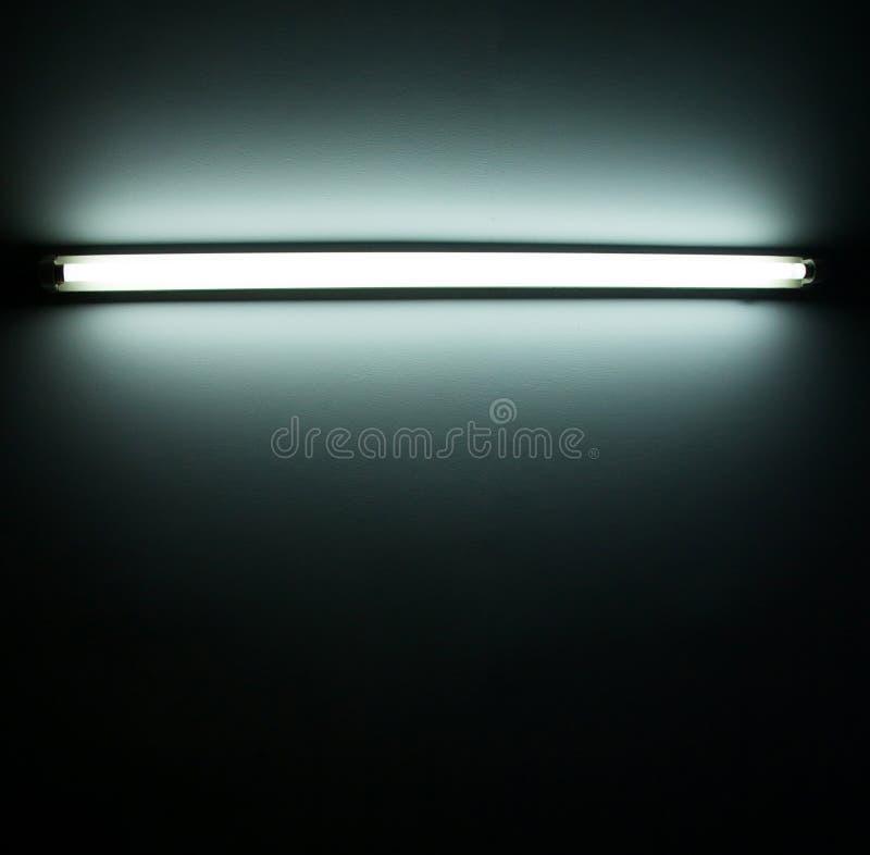 Detalle de un tubo fluorescente fotos de archivo