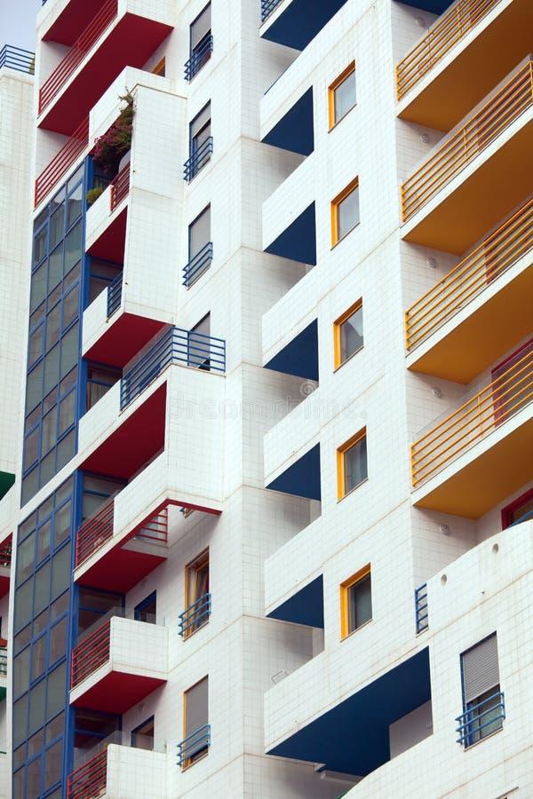 Detalle de una arquitectura moderna, edificio, apartamentos fotos de archivo
