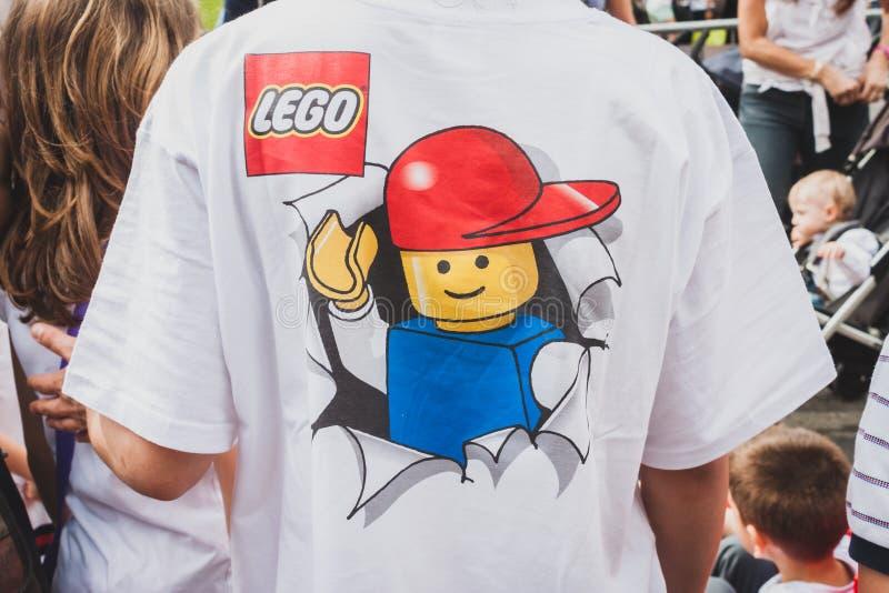 Detalle de una camiseta en Lego Village en Milán, Italia foto de archivo libre de regalías