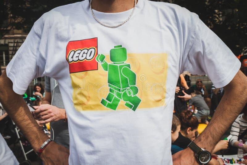 Detalle de una camiseta en Lego Village en Milán, Italia fotografía de archivo libre de regalías