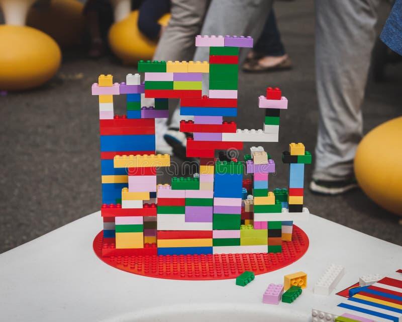 Detalle de una construcción en Lego Village en Milán, Italia fotos de archivo