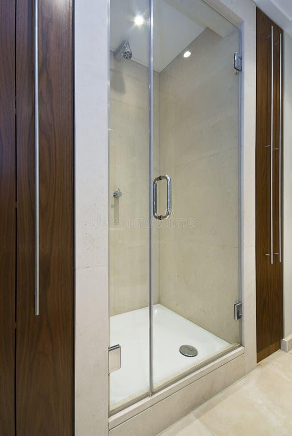 Detalle de una ducha moderna de la en-habitación fotos de archivo libres de regalías