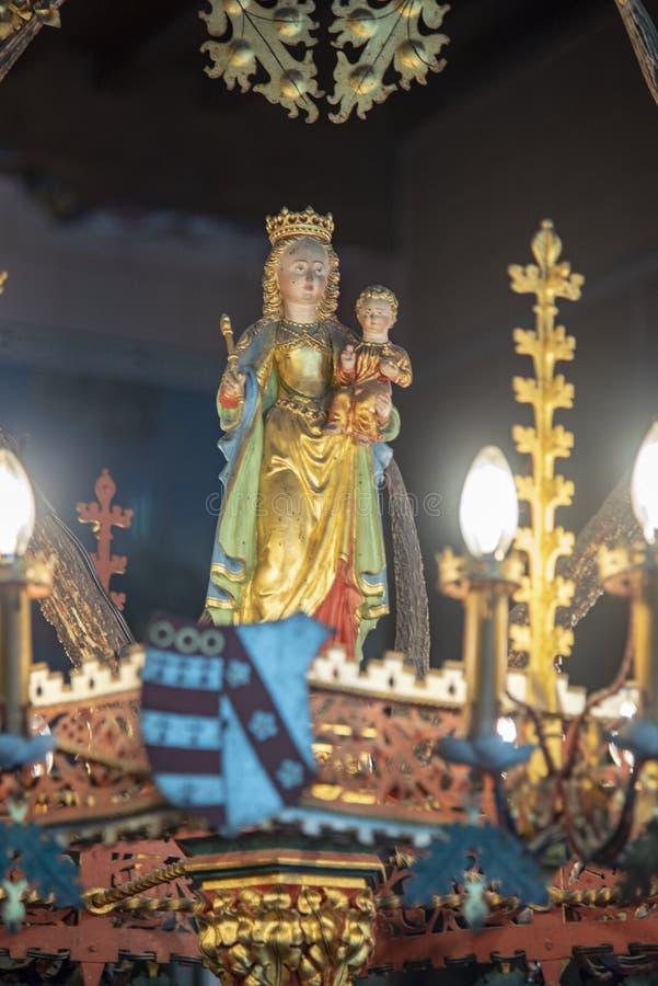 Detalle de una lámpara de araña en el Castillo de Loppem Brujas imágenes de archivo libres de regalías