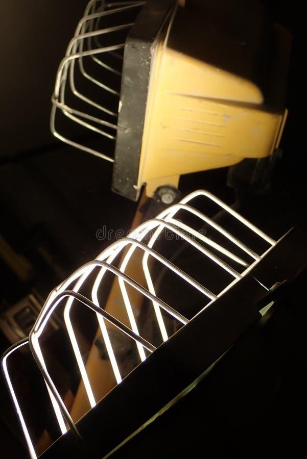 Detalle de una luz en la oscuridad imagen de archivo