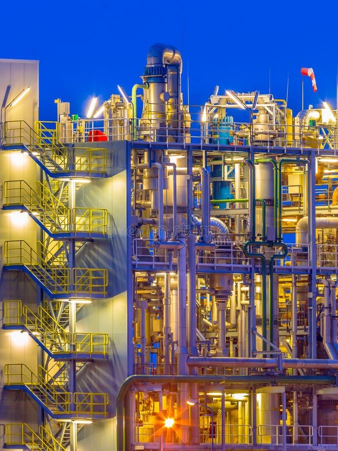 Detalle de una vertical de la fábrica de productos químicos fotografía de archivo