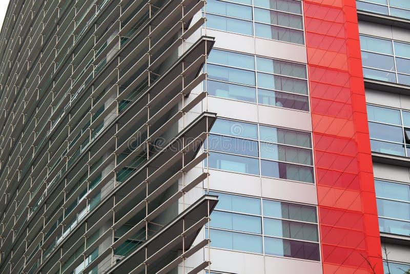 Detalle de ventanas en un edificio moderno Fondo del asunto foto de archivo