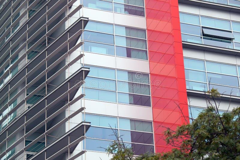 Detalle de ventanas en un edificio moderno Fondo del asunto imagen de archivo libre de regalías