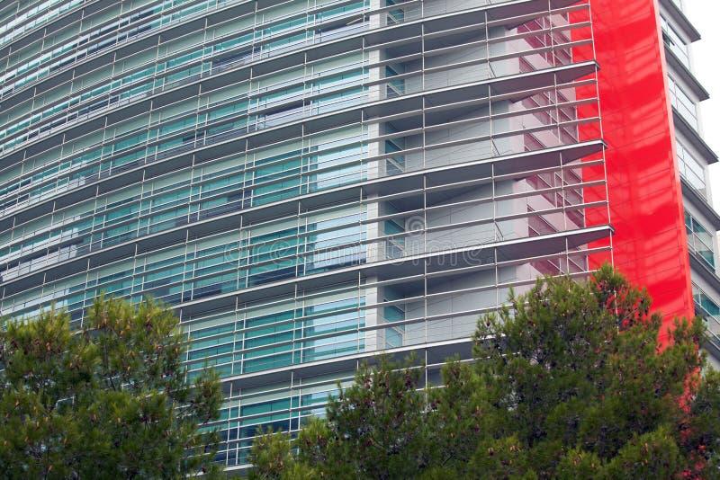 Detalle de ventanas en un edificio moderno Fondo del asunto foto de archivo libre de regalías