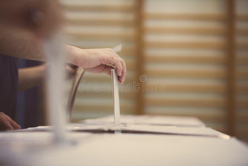 Detalle de votación de la mano fotografía de archivo