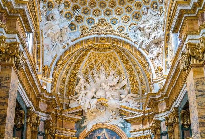 Detalle del ábside en la iglesia del Saint Louis del francés en Roma, Italia imagen de archivo