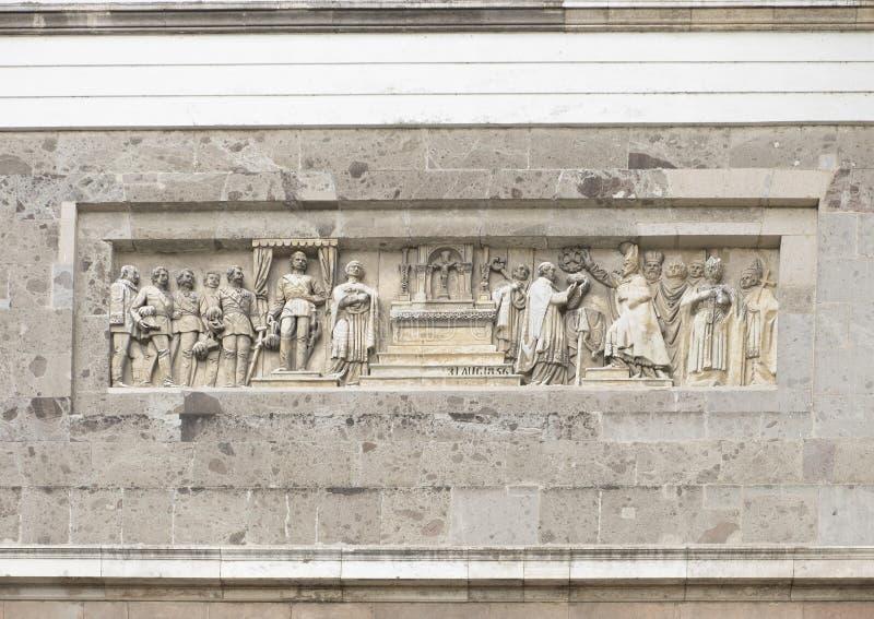 Detalle del alivio en el frente de la basílica de Esztergom, Eszergorn, Hungría foto de archivo