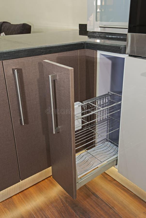 Detalle Del Armario De La Esquina Del Diseño Interior De La Cocina ...