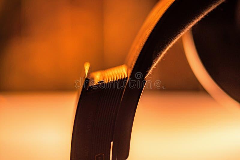 Detalle del auricular con la luz caliente fotografía de archivo