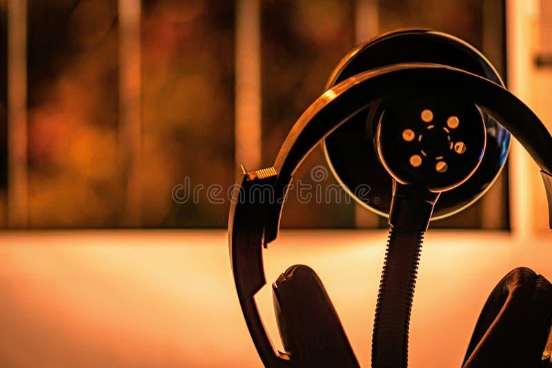 Detalle del auricular con la luz caliente fotos de archivo