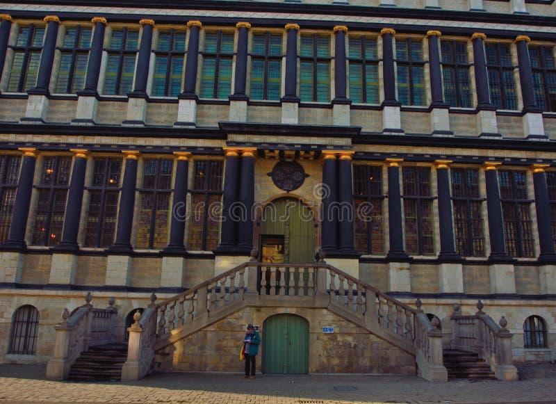 Detalle del ayuntamiento antiguo de Gante foto de archivo