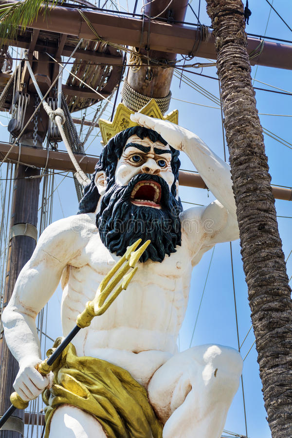 Detalle del barco pirata del galeón de Neptuno en Génova, Italia foto de archivo