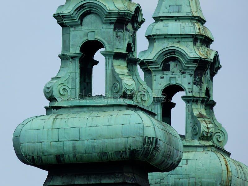 Detalle del campanario de la iglesia en color de cobre verde foto de archivo libre de regalías