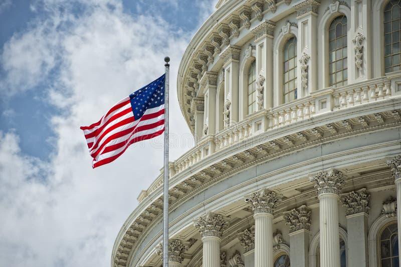 Detalle del capitolio del Washington DC en el cielo nublado foto de archivo