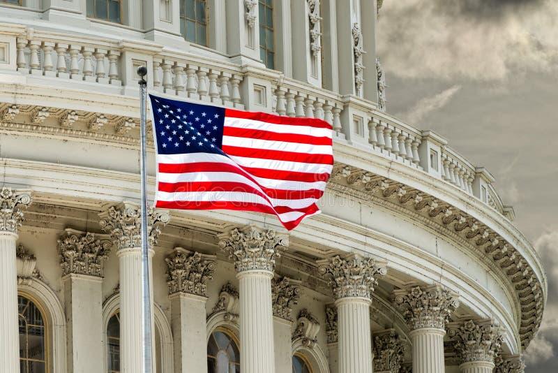 Detalle del capitolio del Washington DC en el cielo nublado fotografía de archivo libre de regalías