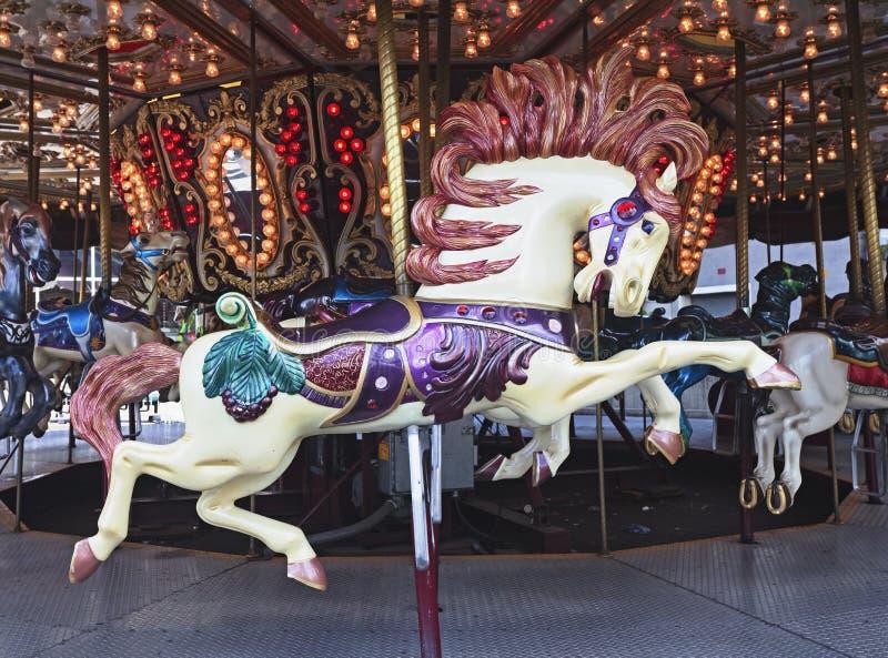 Detalle del carrusel que ofrece el caballo fotos de archivo libres de regalías