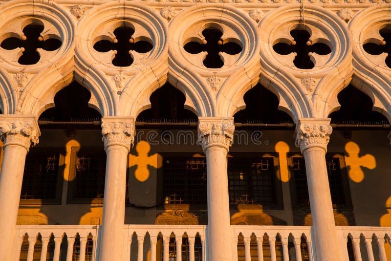 Detalle del castillo con los modelos de la sombra de la salida del sol, Venecia de Dodge foto de archivo libre de regalías