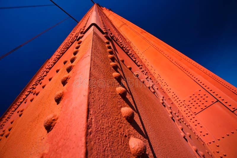 Detalle del cielo azul de la torre del puente de puerta de oro fotos de archivo libres de regalías