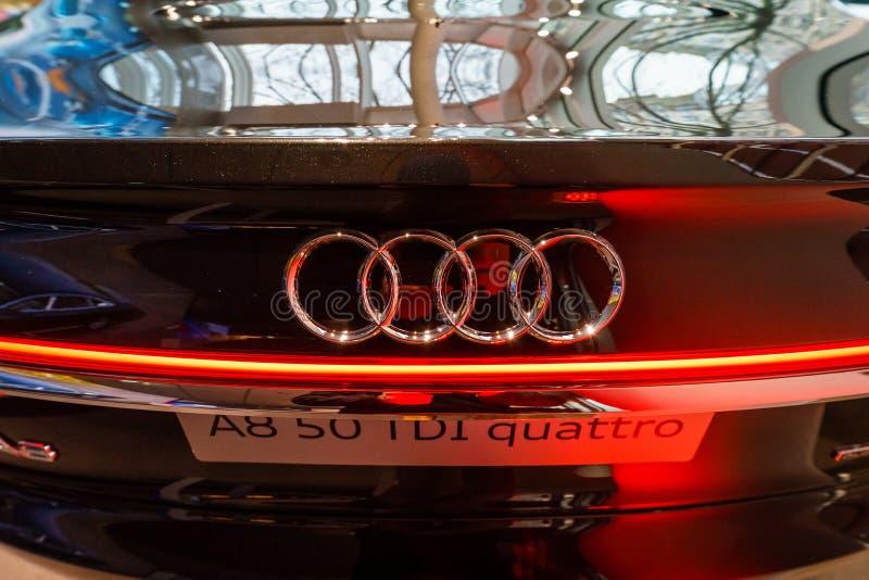 Detalle del coche de lujo del mismo tamaño Audi A8 3 0 quattro 286PS de TDI foto de archivo