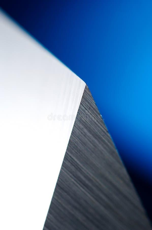 Detalle del cuchillo industrial sostenido foto de archivo
