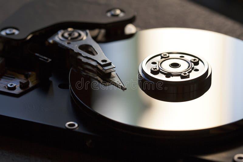 Detalle del disco duro y de escribir la cabeza leída fotos de archivo