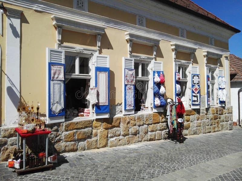 Detalle del exterior de una tienda en Szentendre hungría imagen de archivo