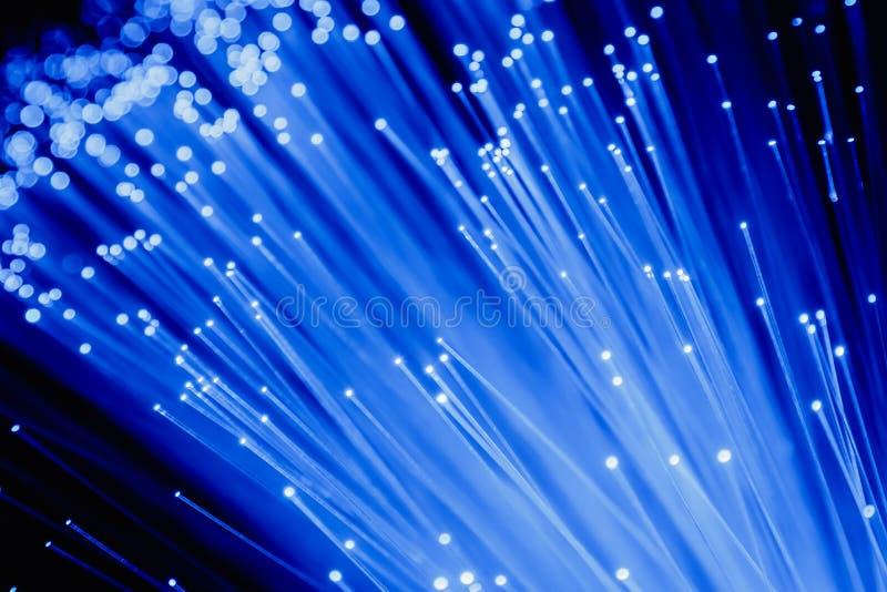 Detalle del manojo cada vez mayor azul de fondo de las fibras ópticas, rápido fotos de archivo libres de regalías