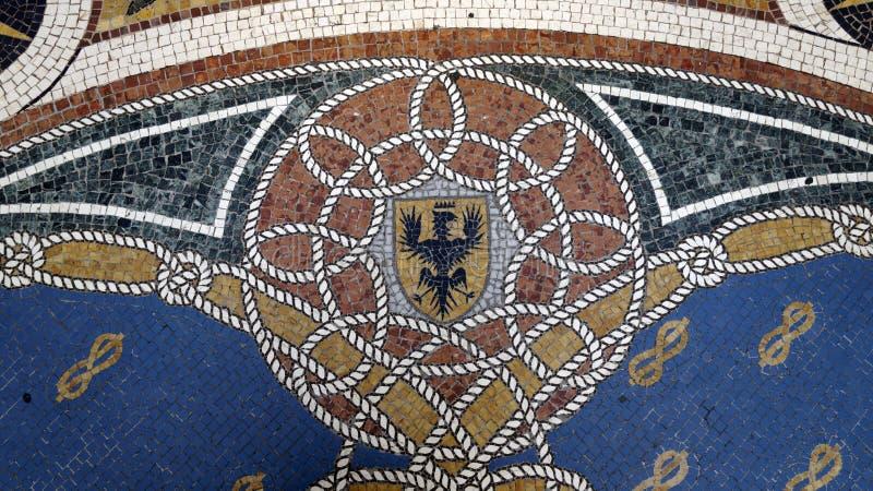 Detalle del mosaico en la galer?a de Vittorio Emanuele II del piso milano Italia imagen de archivo