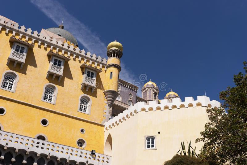 Detalle del palacio nacional de Pena y de x28; Palacio Nacional DA Pena& x29; - Palacio del Romanticist en Sintra fotos de archivo