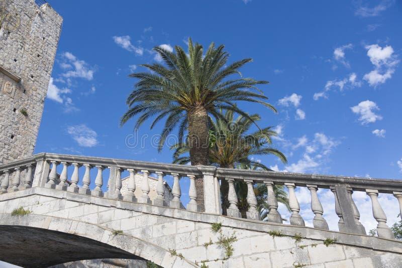 Detalle del puente de piedra antiguo en la isla Hvar imagen de archivo