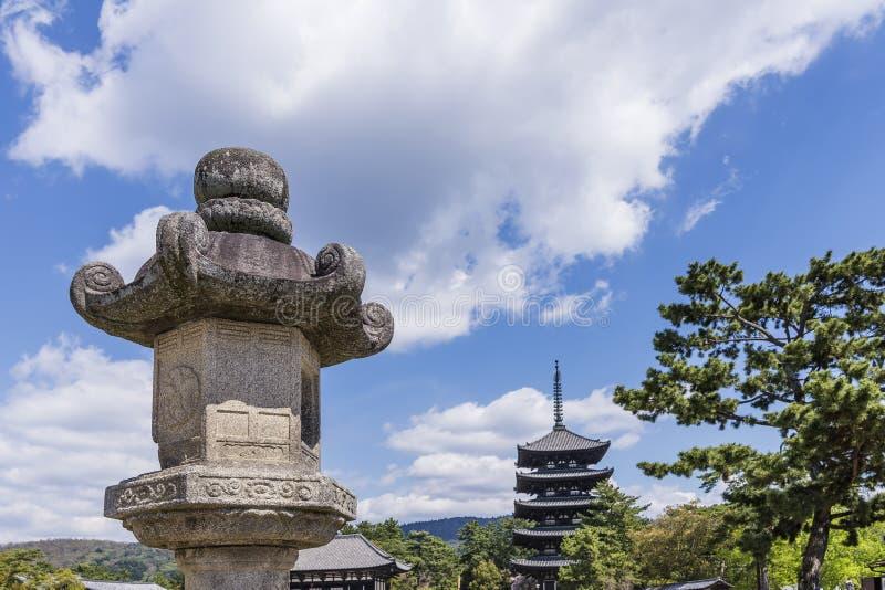 Detalle del templo hermoso y la pagoda Kofuku-ji de cinco historias en Nara, Japón foto de archivo
