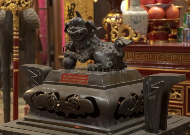 Detalle en el altar a Chu Văn, rector de la academia imperial imagen de archivo