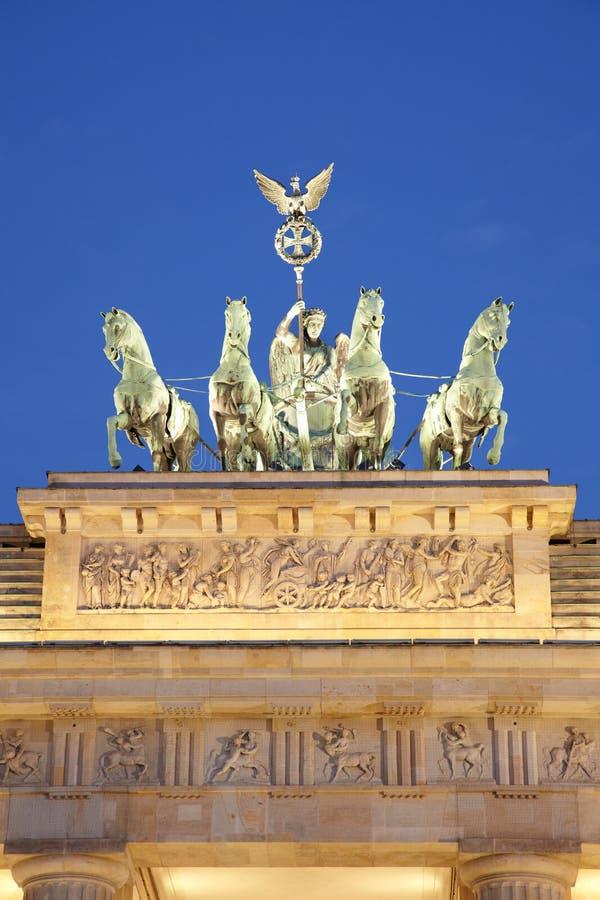 Detalle en la noche, Berlín de la puerta de Brandeburgo fotografía de archivo libre de regalías