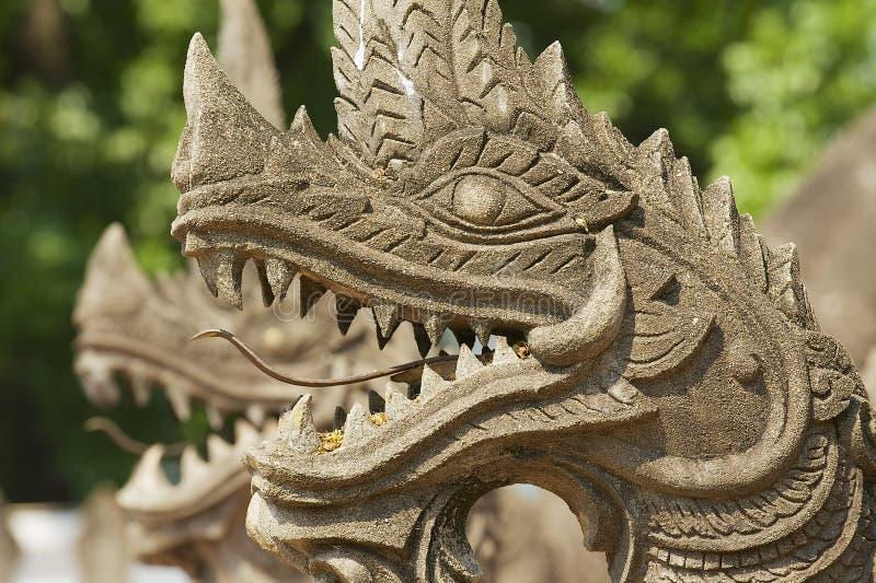 Detalle exterior del Naga (serpiente gigante), protegiendo el templo de Phra Kaew del espino en Vientián, Laos imagen de archivo libre de regalías