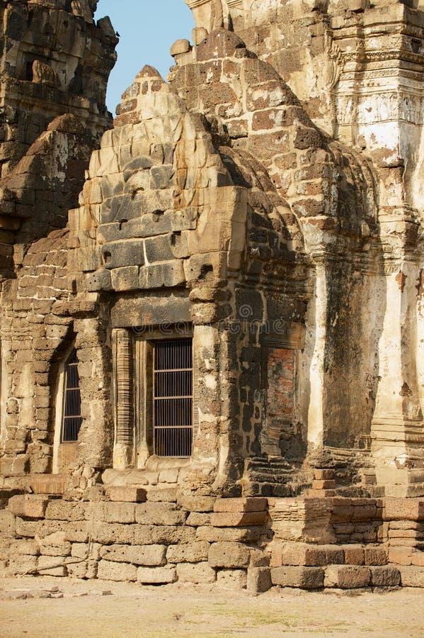 Detalle exterior del Prang Sam Yot, originalmente una capilla hind?, convertida budista en Lopburi, Tailandia imagen de archivo