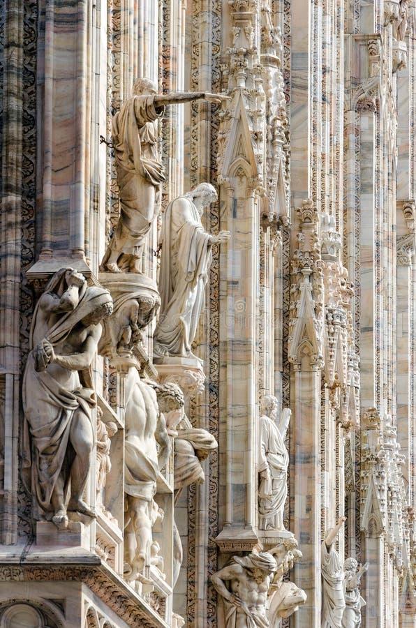 Detalle gótico de la estatua de la catedral de Milan Dome fotos de archivo libres de regalías