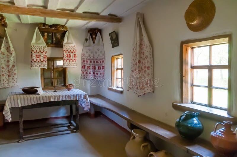 Detalle interior de la casa antigua ucraniana típica fotos de archivo libres de regalías