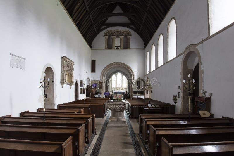 Detalle interior de la fuente del bautismo del santo Lawrence Church, castillo que sube, Norfolk, Reino Unido - 13 de diciembre d fotos de archivo