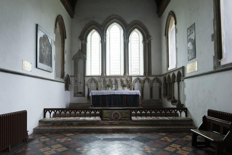 Detalle interior de la fuente del bautismo del santo Lawrence Church, castillo que sube, Norfolk, Reino Unido - 13 de diciembre d fotos de archivo libres de regalías