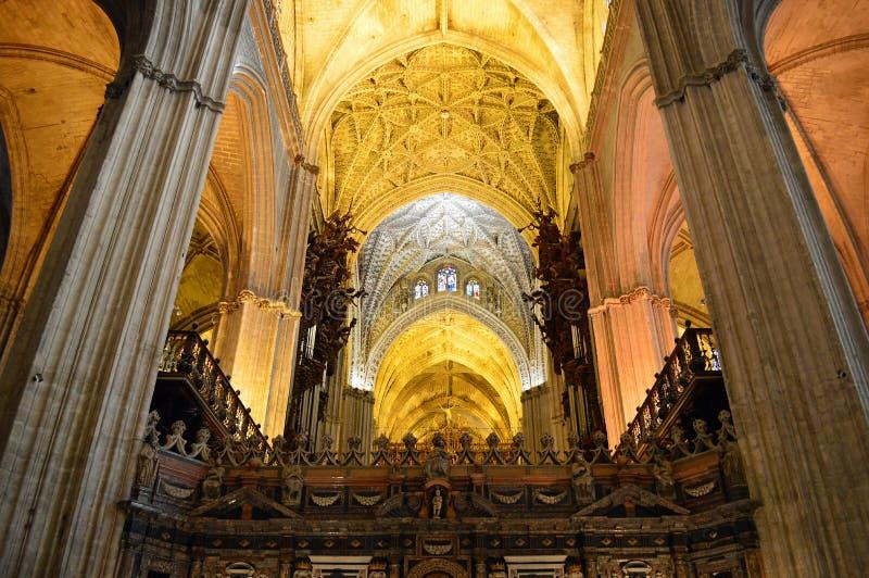 Detalle interior del techo de la catedral de Sevilla imágenes de archivo libres de regalías