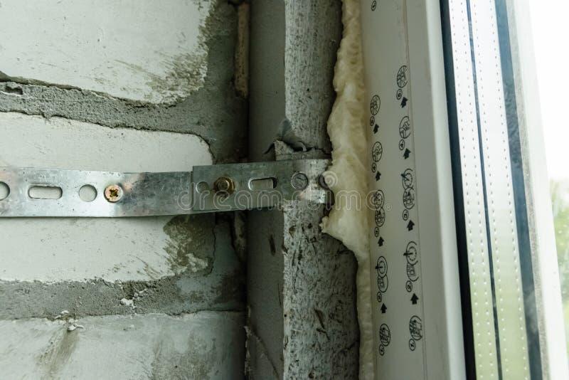 Detalle la foto de la ventana moderna hecha de perfiles del PVC imagen de archivo libre de regalías