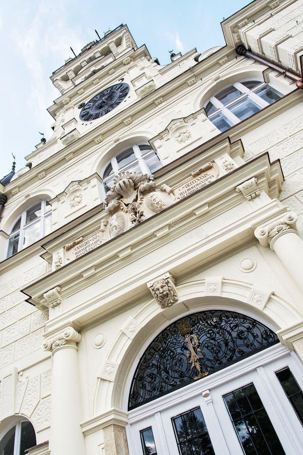 Detalle la foto del castillo de Budmerice en Eslovaquia, cultural él fotos de archivo