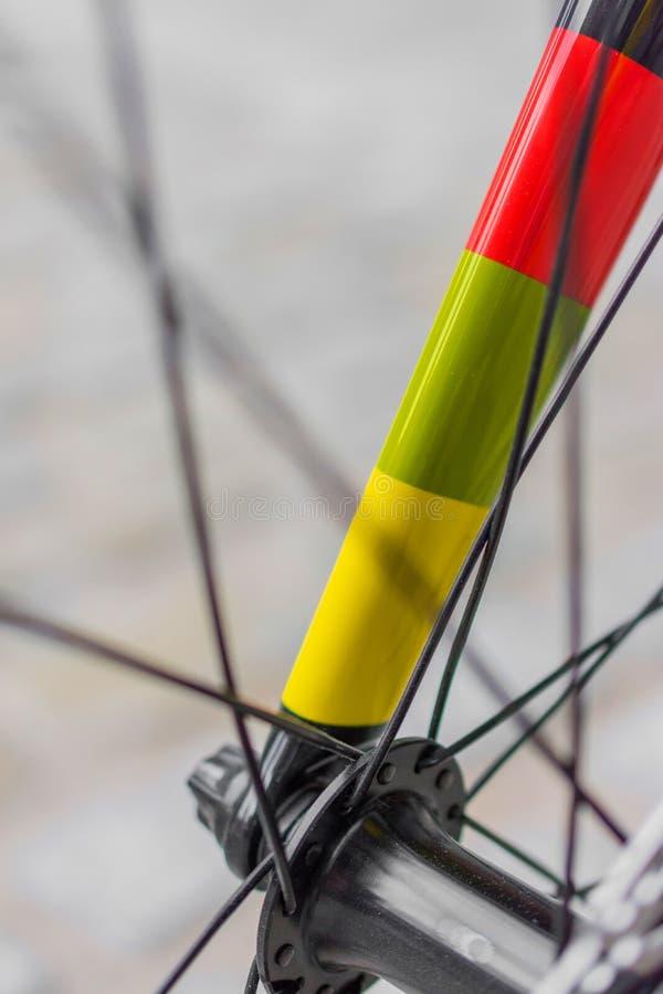 Detalle macro de una bifurcación coloreada de la bici del fixie imagen de archivo libre de regalías