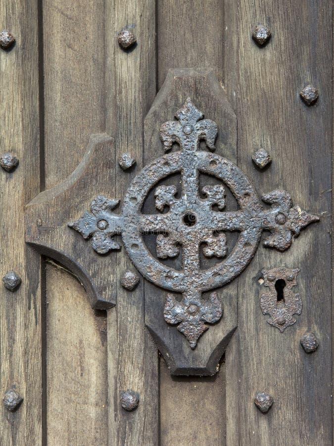 Detalle medieval de la puerta fotografía de archivo